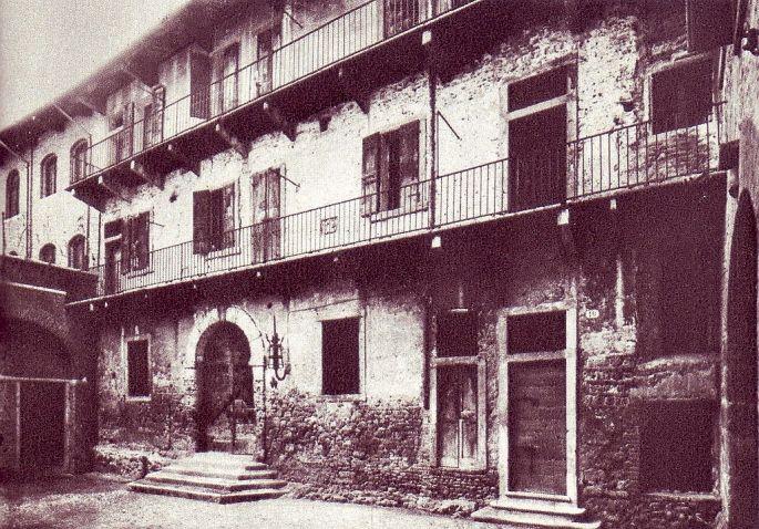 1024px-La_casa_di_Giulietta_come_appariva_alla_fine_dell'ottocento